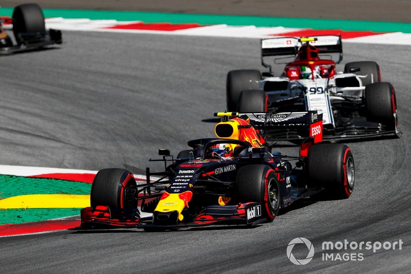 Pierre Gasly, Red Bull Racing RB15, leads Antonio Giovinazzi, Alfa Romeo Racing C38