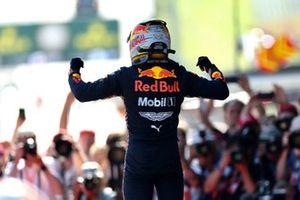 Le vainqueur Max Verstappen, Red Bull Racing, au parc fermé