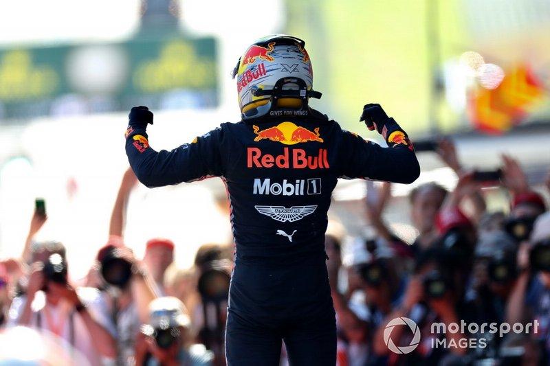 Max Verstappen, Red Bull Racing, prima posizione, festeggia al Parc Ferme