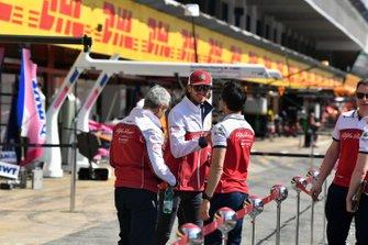 Antonio Giovinazzi, Alfa Romeo Racing in the pit lane