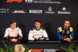 Il poleman Nyck De Vries, ART Grand Prix, Callum Ilott, Sauber Junior Team by Charouz e Luca Ghiotto, UNI Virtuosi Racing