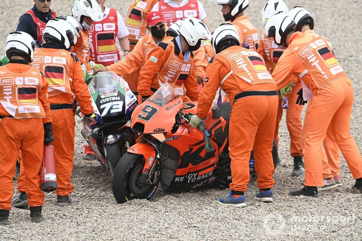 Moto di Danilo Petrucci, KTM Tech3 and Alex Marquez, Team LCR Honda dopo l'incidente