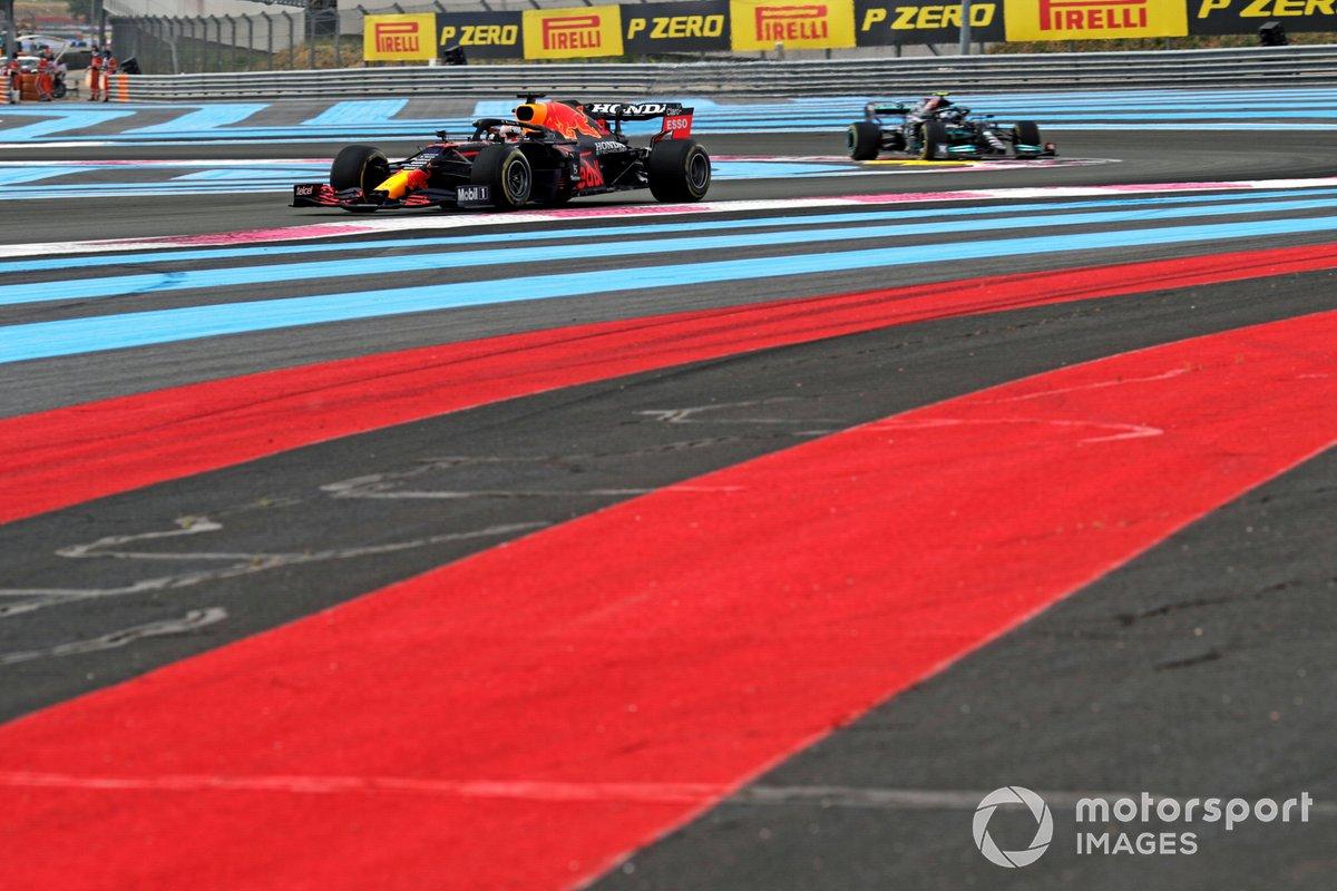 Max Verstappen, Red Bull Racing RB16B, Valtteri Bottas, Mercedes W12