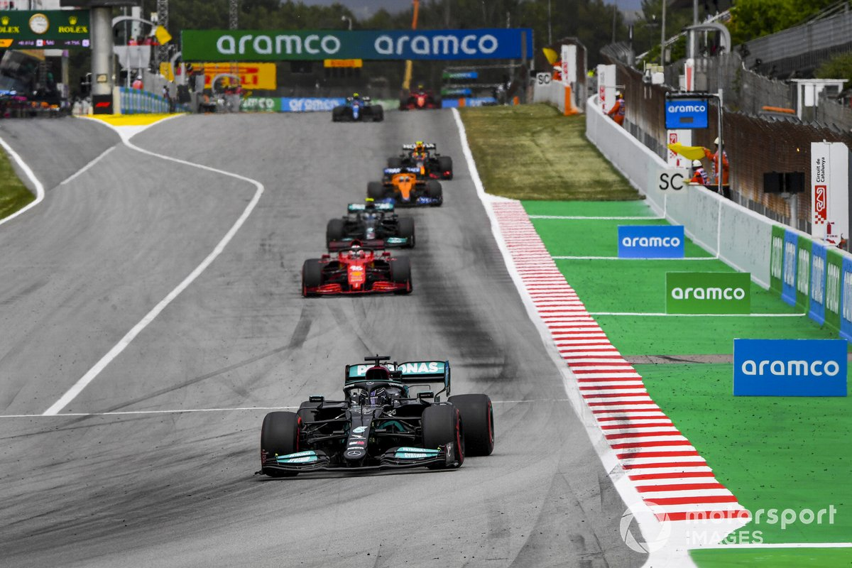 Lewis Hamilton, Mercedes W12, Charles Leclerc, Ferrari SF21, e Valtteri Bottas, Mercedes W12
