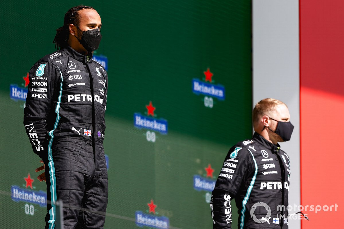 Lewis Hamilton, Mercedes, primo classificato, e Valtteri Bottas, Mercedes, terzo classificato, sul podio