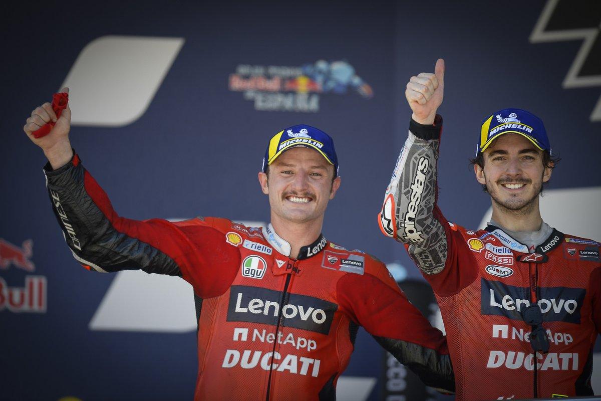Ganador de la carrera Jack Miller, Ducati Team celebra con el segundo lugar Francesco Bagnaia, Ducati Team