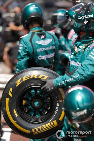 Сотрудники Aston Martin F1 dj время тренировки пит-стопа