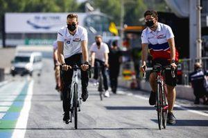 Mick Schumacher, Haas F1 walks the track on a bike
