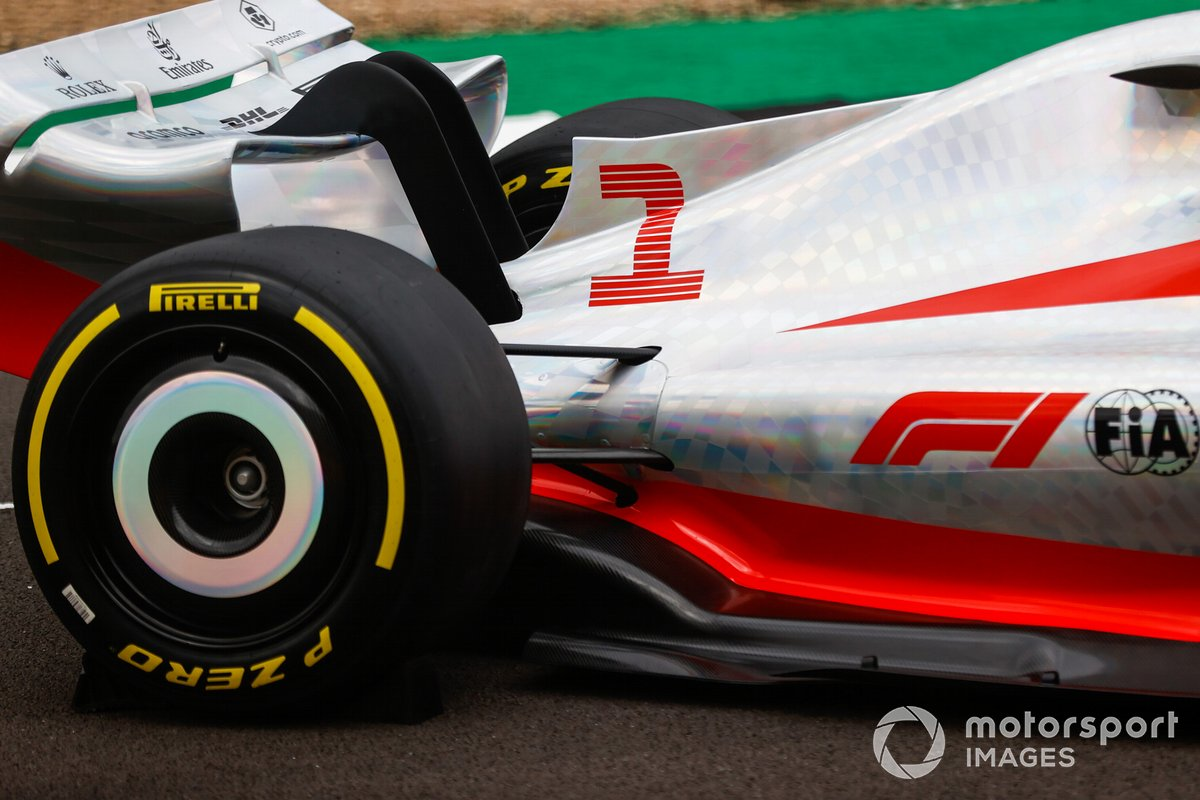 Detalle de la parte trasera lateral del coche de Fórmula 1 2022