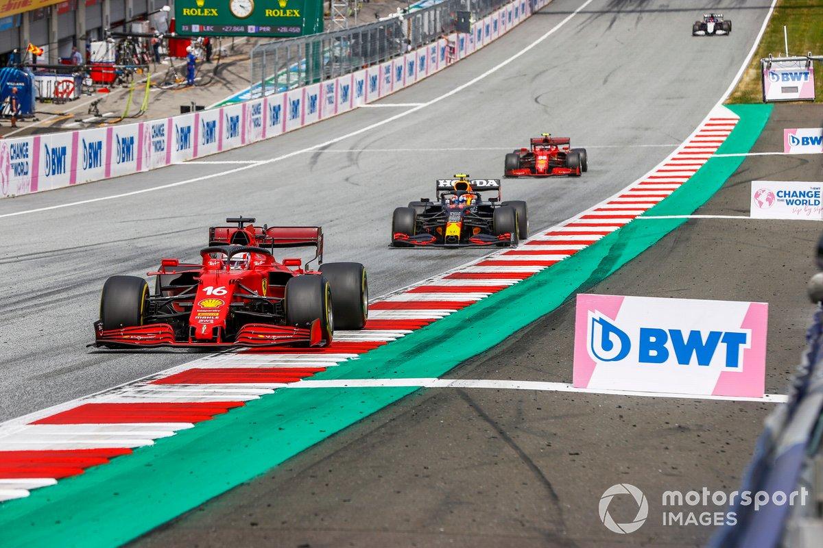 Charles Leclerc, Ferrari SF21, Sergio Pérez, Red Bull Racing RB16B, Carlos Sainz Jr., Ferrari SF21