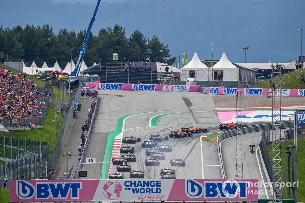 Max Verstappen, Red Bull Racing RB16B e Lando Norris, McLaren MCL35M
