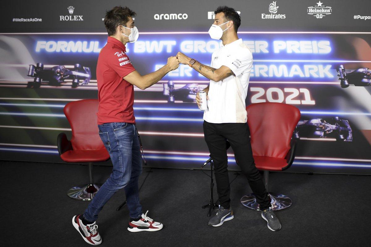 Charles Leclerc, Ferrari, Daniel Ricciardo, McLaren en la conferencia de prensa