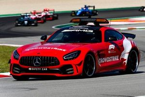 The Safety Car leads the F3 field