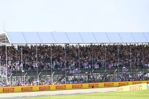 The crowd goes wild in support of Lewis Hamilton, Mercedes