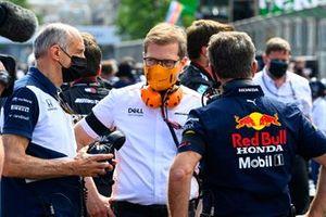 Franz Tost, Team Principal, AlphaTauri, Andreas Seidl, Team Principal, McLaren, e Christian Horner, Team Principal, Red Bull Racing, on the grid