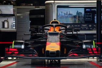 La voiture de Pierre Gasly, Red Bull Racing RB15, dans le garage