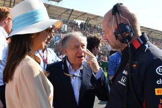 جان تود، رئيس الاتّحاد الدولي للسيارات وأدريان نيوي،ريد بُل ريسينغ
