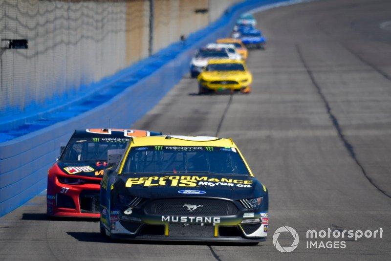 Ryan Newman, Roush Fenway Racing, Ford Mustang, Chris Buescher, JTG Daugherty Racing, Chevrolet Camaro Kroger Flavor Fill Up