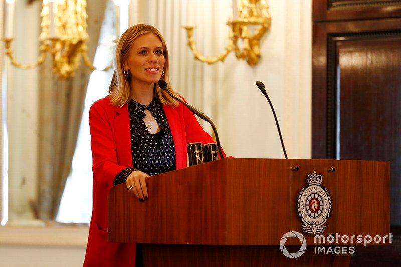 Presentadora Nicki Shields