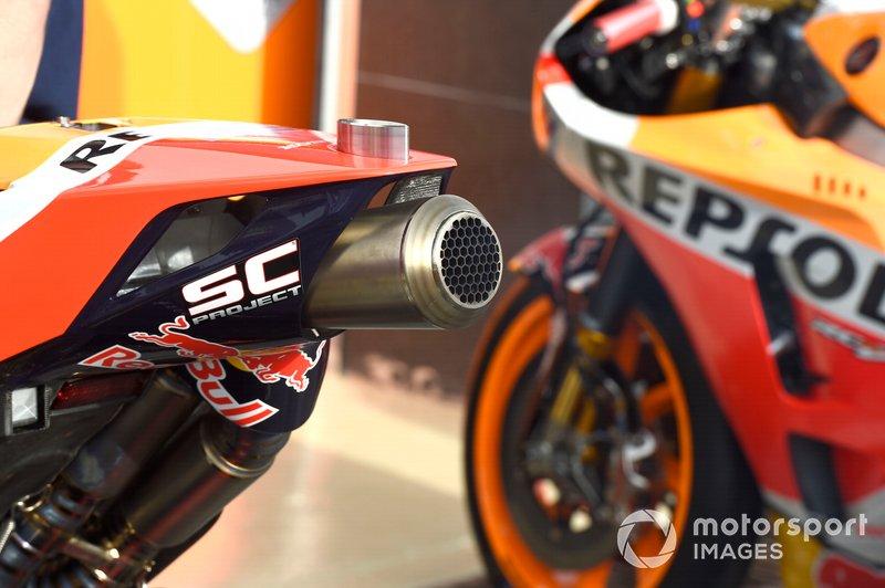Detalles de los escapes de la moto Honda