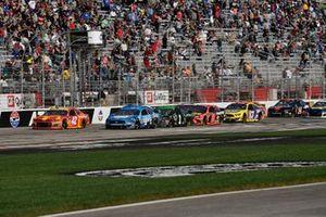 Kevin Harvick, Stewart-Haas Racing, Ford Mustang Busch Beer, Martin Truex Jr., Joe Gibbs Racing, Toyota Camry Bass Pro Shops