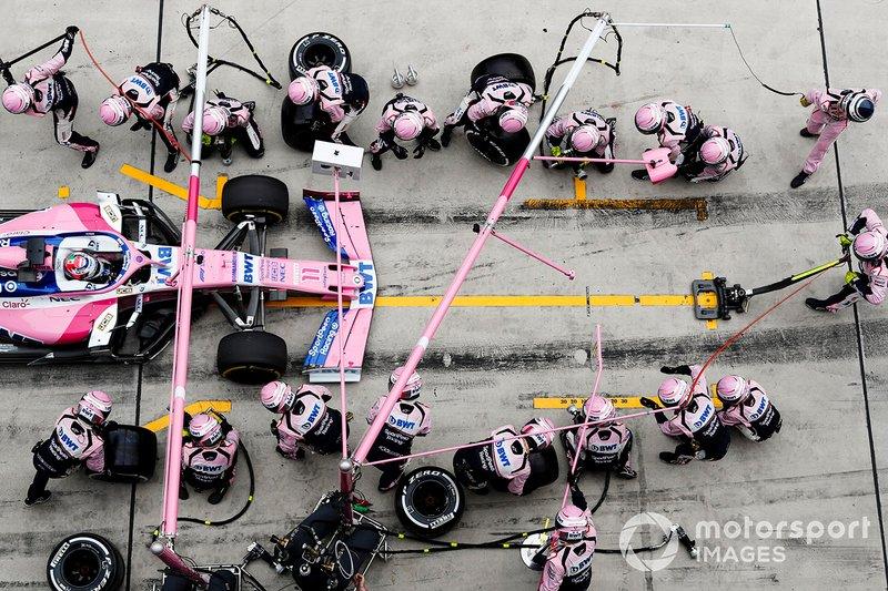 Sergio Perez, Racing Point RP19, effettua un pit stop
