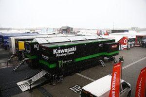 Schneefall im Fahrerlager in Assen