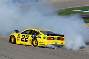 Joey Logano, Team Penske, Ford Mustang Pennzoil celebrates his win with a burnout