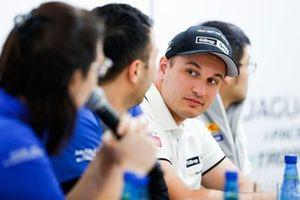 Simon Evans, Team Asia New Zealand basın toplantısında
