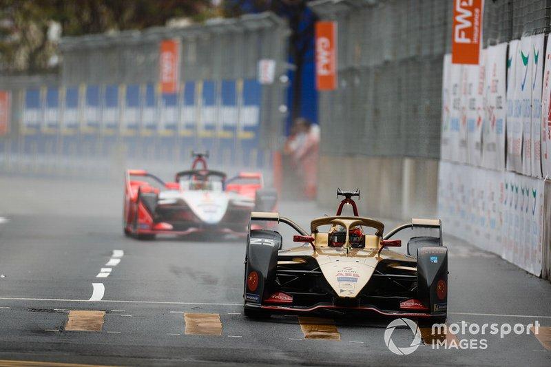 Jean-Eric Vergne, DS TECHEETAH, DS E-Tense FE19 leadsPascal Wehrlein, Mahindra Racing, M5 Electro