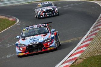 #833 Hyundai Veloster TCR: Manuel Lauck, Marc Basseng