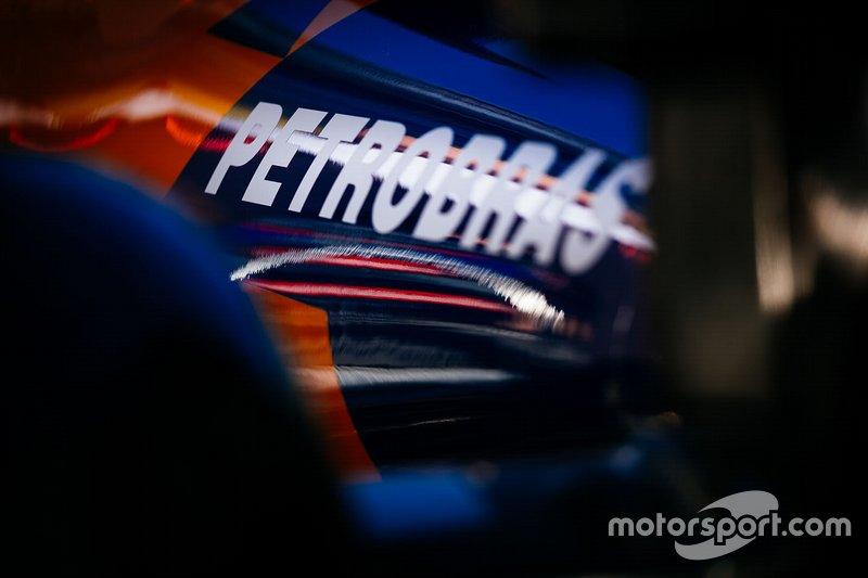 McLaren MCL34, Petrobas logo