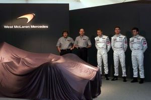 Norbert Haug, Ron Dennis, Mika Hakkinen, David Coulthard and test driver Olivier Panis