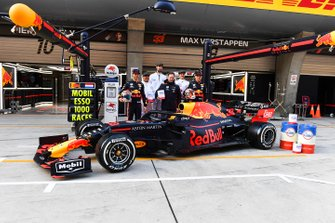 Pierre Gasly, Red Bull Racing, Christian Horner, Team Principal, Red Bull Racing and Max Verstappen, Red Bull Racing with Mobil for 1000th race