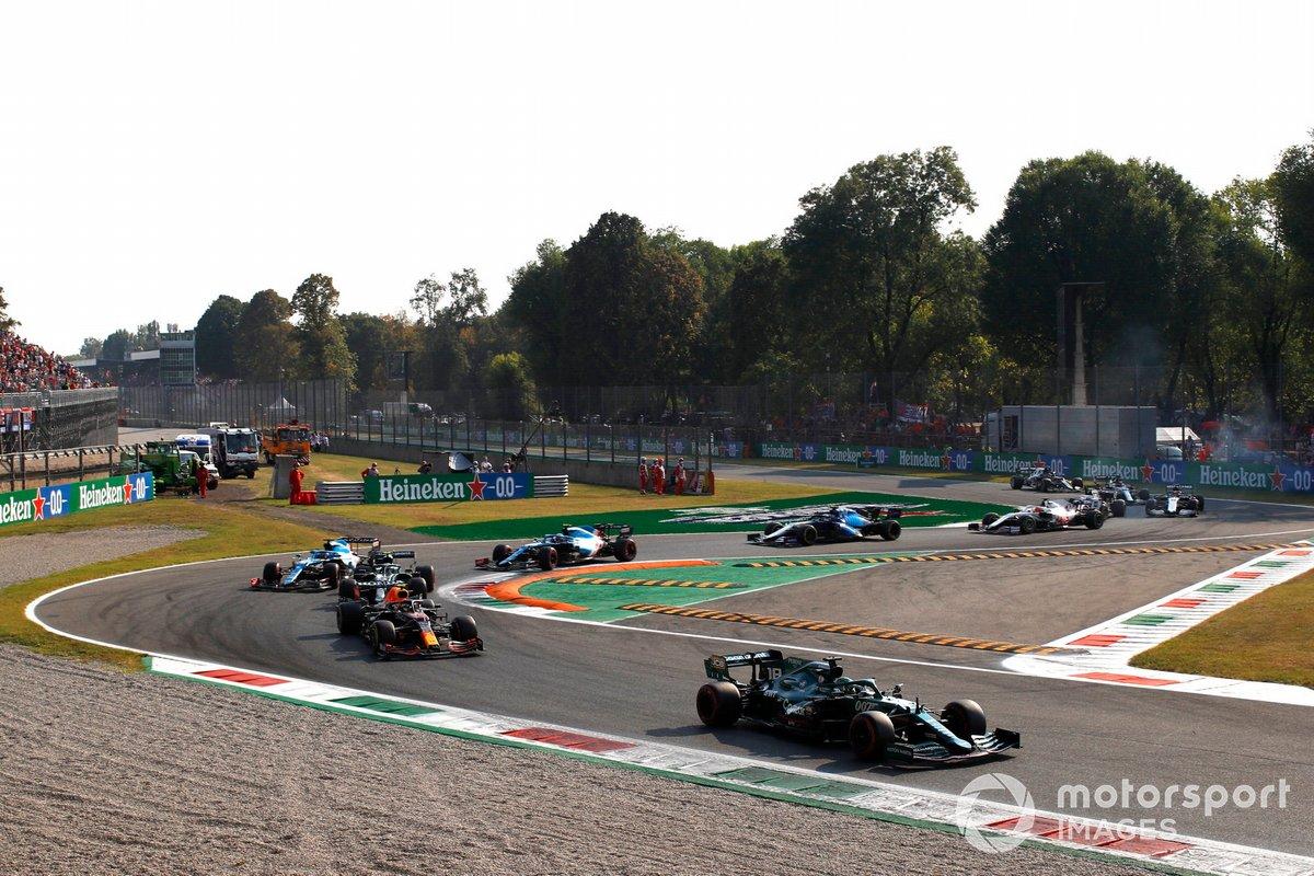 Lance Stroll, Aston Martin AMR21, Sergio Pérez, Red Bull Racing RB16B, Sebastian Vettel, Aston Martin AMR21