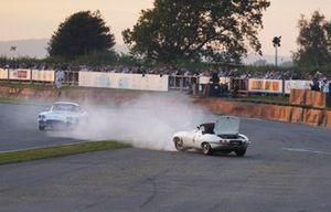 Alex Brundle, Jaguar E-Type, en tête à queue dans le virage Woodcote
