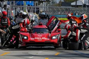 #31: Whelen Engineering Racing Cadillac DPi, DPi: Felipe Nasr, Pipo Derani, pit stop