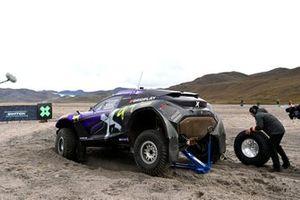 Tyre change at Cristina Gutierrez, Sebastien Loeb, X44