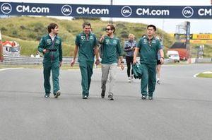 Sebastian Vettel, Aston Martin AMR21 track walk with team members.