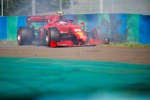Карлос Сайнс, Ferrari SF21, после аварии в квалификации