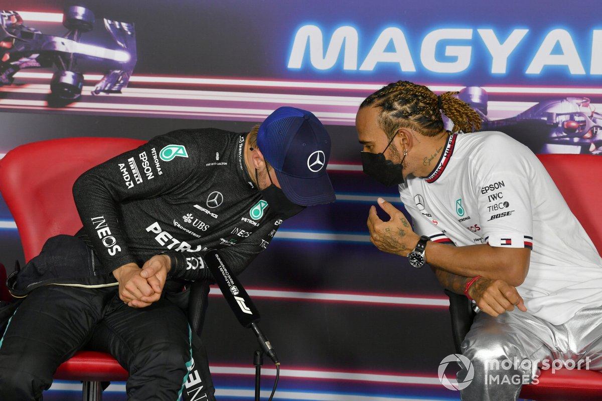 Valtteri Bottas, Mercedes, e il Pole man Lewis Hamilton, Mercedes