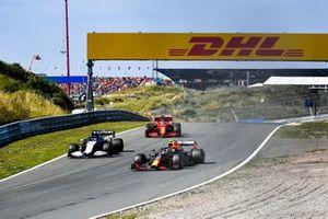 Sergio Perez, Red Bull Racing RB16B, George Russell, Williams FW43B, e Charles Leclerc, Ferrari SF21