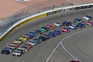 Kyle Larson, Hendrick Motorsports, Chevrolet Camaro Tarlton and Son and Denny Hamlin, Joe Gibbs Racing, Toyota Camry FedEx Office