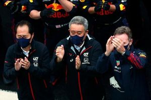 Toyoharu Tanabe, F1 Technical Director, Honda, Masashi Yamamoto, General Manager, Honda Motorsport, Christian Horner, Team Principal, Red Bull Racing, and the Red Bull team gather for the podium ceremony