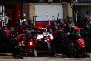 Kimi Raikkonen, Alfa Romeo Racing C41, dans les stands
