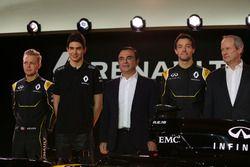 Kevin Magnussen, Renault F1 Team met Esteban Ocon, Renault F1 Team testrijder; Carlos Ghosn, voorzit
