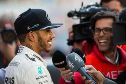 Lewis Hamilton, Mercedes AMG F1 con i giornalisti
