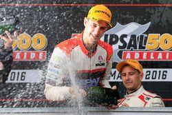 Podium: Sieger Nick Percat, Lucas Dumbrell Motorsport Holden