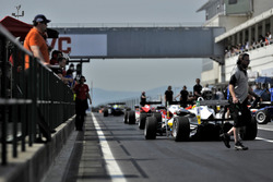 pit lane, Arjun Maini, ThreeBond with T-Sport Dallara F312 – ThreeBond