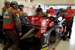 Mecânicos da Rebellion trabalham no #12, de Nelsinho Piquet, Nicolas Prost e Nick Heidfeld